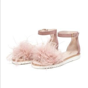 NEW! Seychelles Ruffle feather pink suede sandals